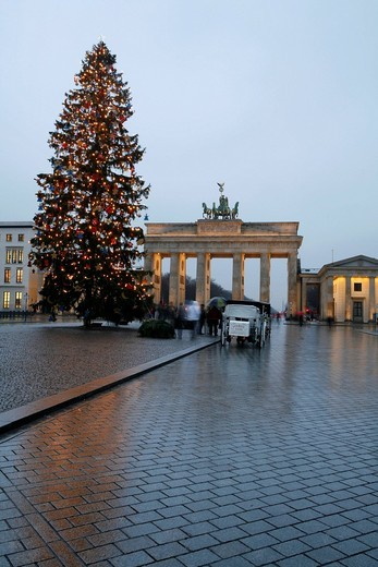 Christmas decorations and Christmas tree at the Brandenburg Gate, Berlin, Germany, Europe : Stock Photo