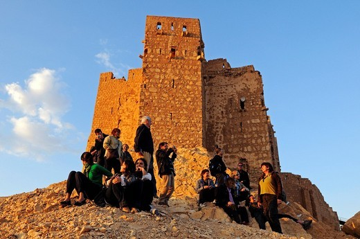 Stock Photo: 1848-43249 Tourists at sunset in front of the castle Qala´at Ibn Ma´n, Palmyra, Tadmur, Syria, Asia