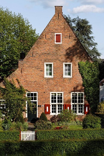 Historic brick home near Huis Bergh castle, ´s_Heerenberg, Gelderland, Lower Rhine region, Netherlands, Europe : Stock Photo
