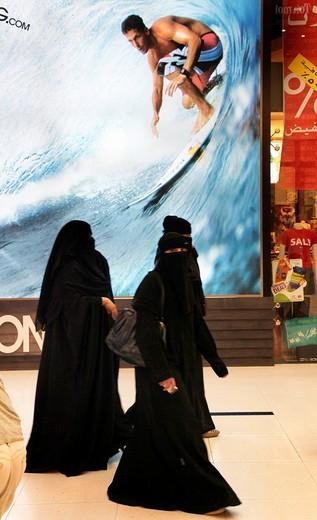 Veiled women in the Dubai Mall, Dubai, United Arab Emirates, Middle East : Stock Photo