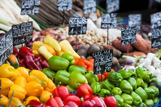 Stock Photo: 1848-436530 Peppers at a vegetable stand on the Naschmarkt market, Vienna, Austria, Europe