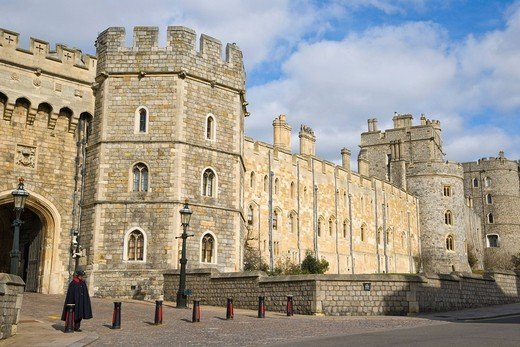 Stock Photo: 1848-437000 Windsor Castle with Henry III Tower and Henry VIII Gateway, Windsor, Berkshire, England, United Kingdom, Europe