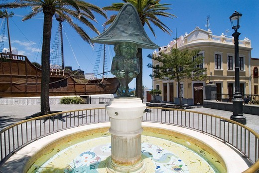 Fountain sculpture and Museo Naval naval museum in Santa Cruz de La Palma on the Canary island of La Palma, Spain, Europe : Stock Photo