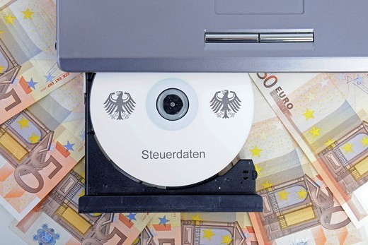 Stock Photo: 1848-439772 CD labelled Steuerdaten, German for tax data in a computer drive, 50 euro notes, symbolic image for illegal trade with tax data, breach of data protection, data abuse, tax evasion, tax flight, tax dodging