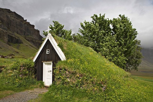 Seventeenth_century sod church, the smallest in Iceland, Núpsstaður farmyard, southern coast of Iceland, Atlantic Ocean : Stock Photo