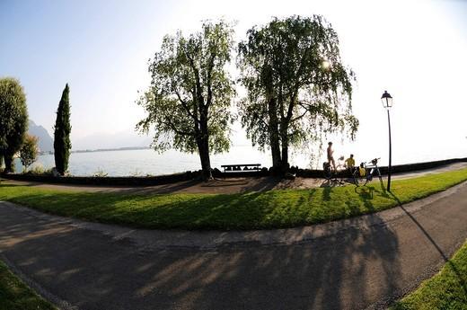 Stock Photo: 1848-442260 Cyclists, Montreux, Lake Geneva, canton of Vaud, Switzerland, Europe
