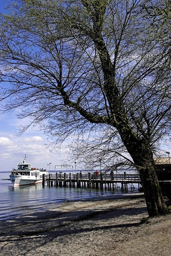 Ferry boat preparing to dock at the Nordsteg jetty, Fraueninsel, Chiemsee, Chiemgau, Upper Bavaria, Germany, Europe : Stock Photo