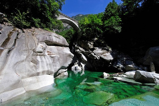 Stock Photo: 1848-443638 The Verzasca flows through the Valle Verzasca valley and is spanned by the bridge to Corippo, Canton Ticino, Switzerland, Europe