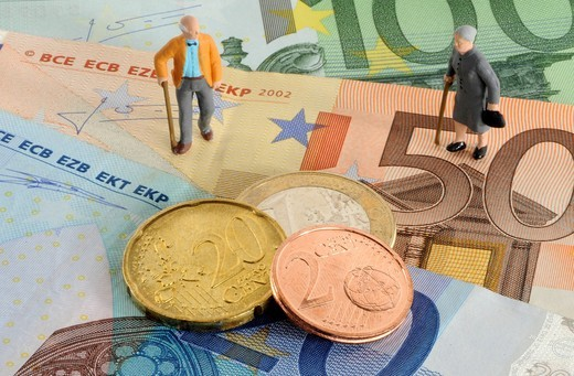 Pensioner figurines, Euro coins, banknotes, symbolic image for pensions : Stock Photo