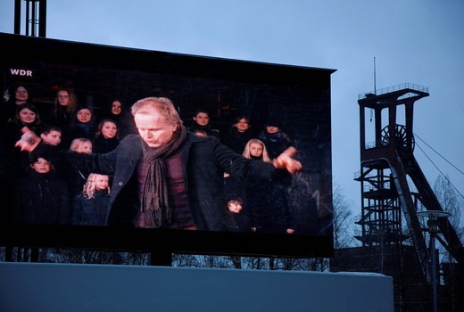 Transmission of the kick_off event with Herbert Groenemeyer and the Bochum Philharmonic orchestra amongst others, presentation of the Ruhr anthem, Komm zur RuhrCome to the Ruhr, GlueckAuf2010 cultural festival at the start of the European Capital of Cultu : Stock Photo