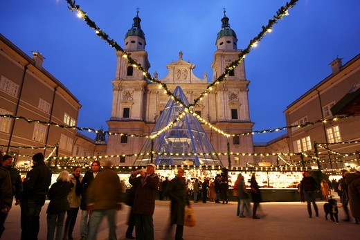 Stock Photo: 1848-444771 Christmas market at the Salzburger Dom cathedral, stalls in the Domplatz square, old town, Salzburg, Austria, Europe