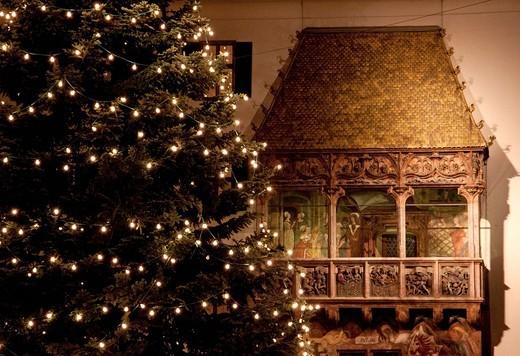 Stock Photo: 1848-445682 Goldenes Dachl, Golden Roof with Christmas tree, Innsbruck, Austria, Europe
