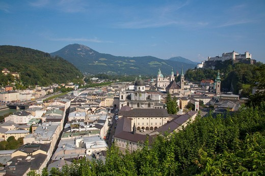 View over the city center to the Festung Hohensalzburg fortress, Panorama, Salzburg, Austria, Europe : Stock Photo