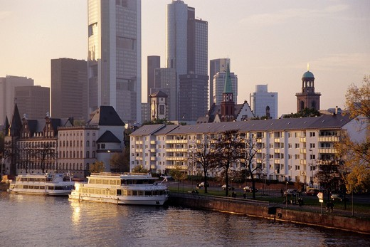 Stock Photo: 1848-448866 Boats and houses on the Main River, Mainkai, skyline of the financial district in the back, Frankfurt am Main, Hesse, Germany, Europe