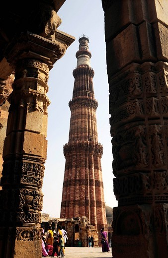 Stock Photo: 1848-449443 Qutb Minar, Qutb Complex, Mehrauli Archaeological Park, Delhi, Uttar Pradesh, North India, India, South Asia, Asia