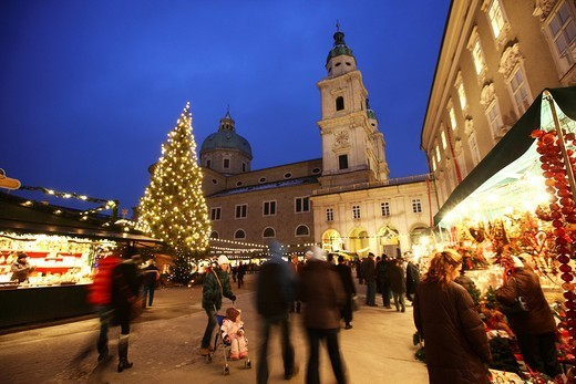Stock Photo: 1848-449598 Christmas market at the Salzburger Dom cathedral, stalls in the Domplatz square, old town, Salzburg, Austria, Europe