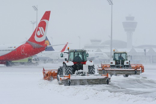 Stock Photo: 1848-451120 Snow, winter, snow removal with tractors, aircraft, taxiway, control tower, Terminal 1, west apron, Munich Airport, MUC, Bavaria, Germany, Europe