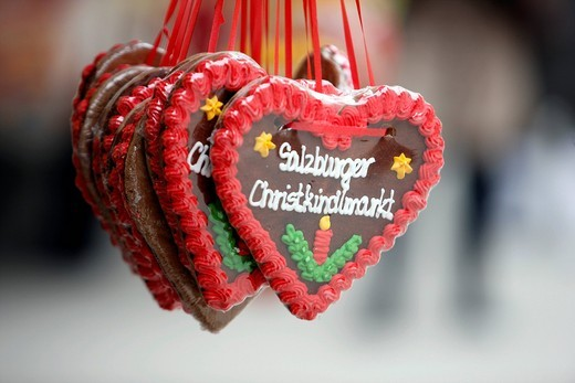 Stock Photo: 1848-451145 Gingerbread hearts, Christmas market at the cathedral, souvenirs, old town, Salzburg, Austria, Europe