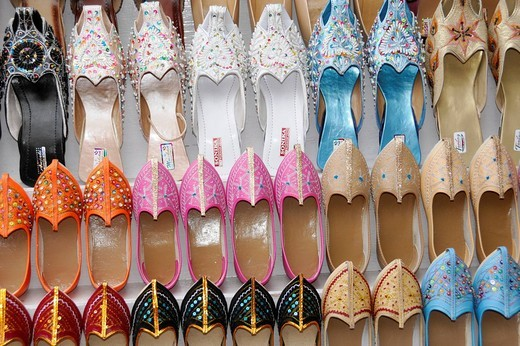 Shoes for sale in the bazaar of Ajmer, Rajasthan, northern India, Asia : Stock Photo