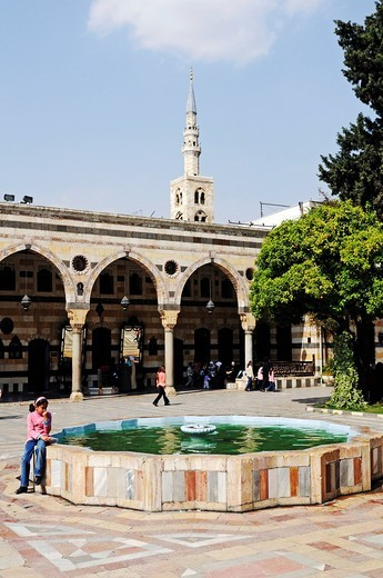 Fountain in the courtyard of the Azm Palace, Azem, Quasr al_Azm, Ottoman ethnographic museum, historic centre of Damascus, Syria, Asia : Stock Photo
