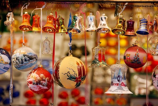 Tree ornaments, Christmas market at the cathedral, old town, Salzburg, Austria, Europe : Stock Photo