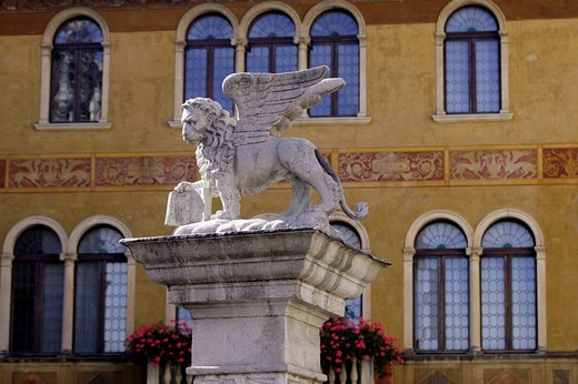 Winged lion sculpture, symbol of the Veneto area, Bassano del Grappa, Veneto, Italy, Europe : Stock Photo