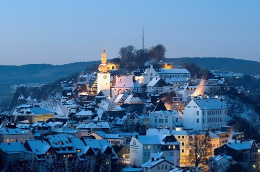 Historic town on the castle hill in winter at night, Arnsberg, Sauerland, North Rhine_Westphalia, Germany, Europe : Stock Photo