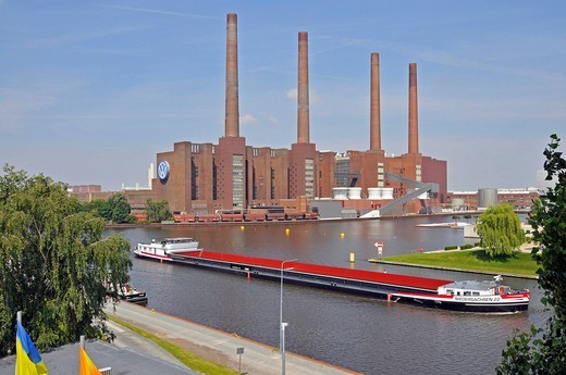 Mittellandkanal canal and the Volkswagen Group building, Wolfsburg, Lower Saxony, Germany, Europe : Stock Photo