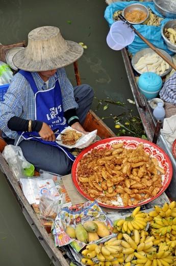 Stock Photo: 1848-455220 Floating Market in Damnoen Saduak, southwest of Bangkok, Thailand, Asia