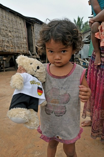 Stock Photo: 1848-455398 Little girl with Teddy, slums of Siem Reap, Cambodia, Asia