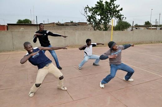 Street dance group training in the loveLife Youth Centre, slum, Orangefarm Township, Johannesburg, South Africa, Africa : Stock Photo