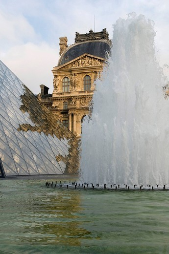 Stock Photo: 1848-456947 Fountains in front of the Louvre Museum, Paris, France, Europe