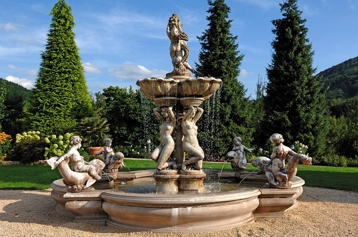 Neo_baroque fountain in the park of the Rebstock hotel_restaurant, Halbguetle 30, Durbach, Baden_Wuerttemberg, Germany, Europe : Stock Photo