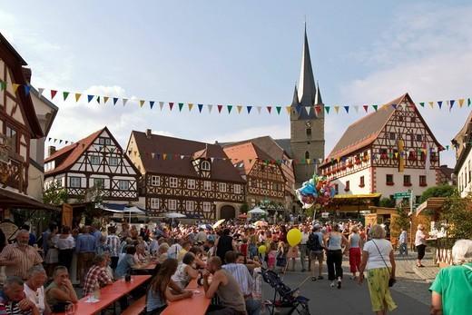 Stock Photo: 1848-458770 Vine festival in Zeil am Main _ Franconia _ Germany