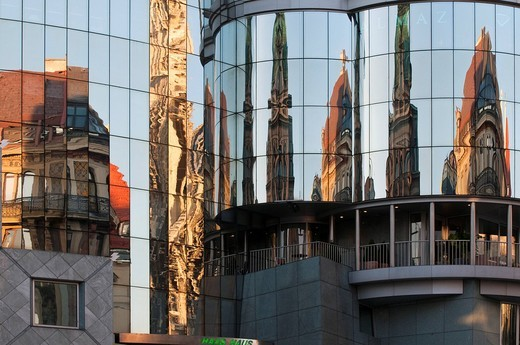 Stock Photo: 1848-460311 St. Stephen´s Square, reflections on Haas House, Vienna, Austria, Europe
