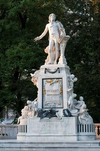 Stock Photo: 1848-460363 Mozartdenkmal memorial in the Burggarten park, Hofburg, Vienna, Austria, Europe