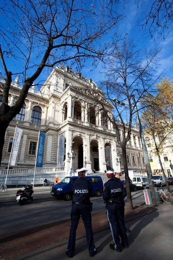 Police officers observe the events in front of the university on the Ringstrasse, metropolis Vienna, Austria, Europe : Stock Photo