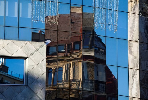 Stock Photo: 1848-465587 Details of the Stephansdom St. Stephen´s cathedral reflected in the modern Haashaus building, metropolis Vienna, Austria, Europe
