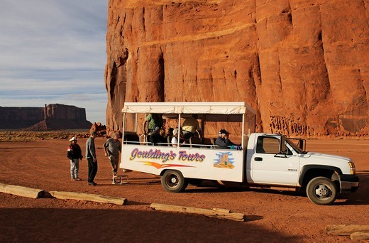 Stock Photo: 1848-466096 Round tour in Monument Valley, Sun´s Eye, Navajo Tribal Lands, Utah