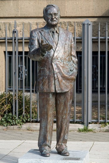 Statue of Johannes Rau, former Prime Minister and Federal President, Duesseldorf, state capital of North Rhine_Westphalia, Germany, Europe : Stock Photo