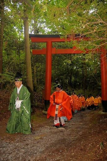 Stock Photo: 1848-46700 Shint&333,_priest at the procession from the Shimogamo shrine through the forest to the Mikage shrine at Mt. Mikage, west of the Hie Mountain, Kyoto, Japan, Asia