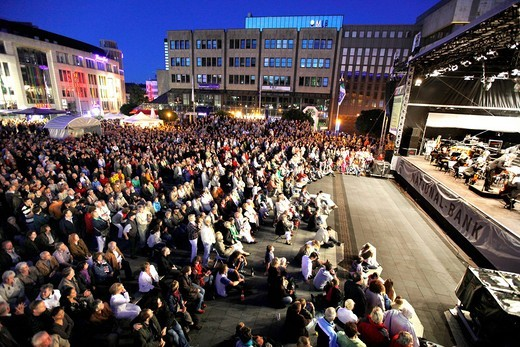 Essener Philharmoniker philharmonic orchestra in the central Kennedyplatz square at the Essen_Original, multi_day open_air concert event throughout the city of Essen, North Rhine_Westphalia, Germany, Europe : Stock Photo