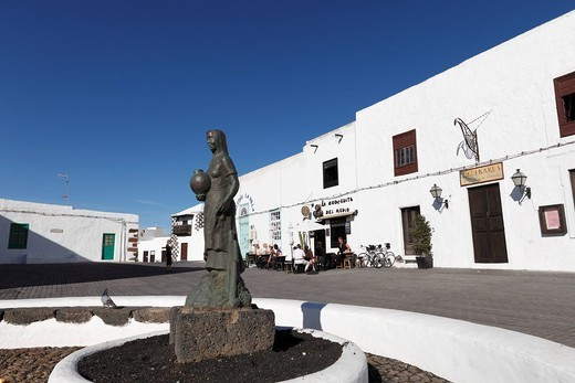 Statue of a girl holding a jug, Plaza Clavijo y Fajardo, Teguise, Lanzarote, Canary Islands, Spain, Europe : Stock Photo