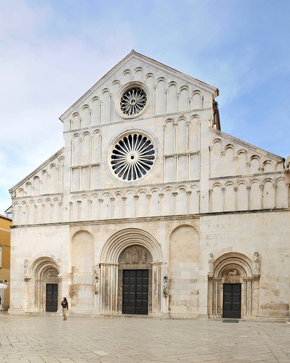 West facade of the Cathedral of St. Anastasia in Zadar, Croatia, Europe : Stock Photo