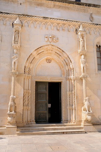 Romanesque portal of the Cathedral of St. James in Sibenik, Croatia, Europe : Stock Photo