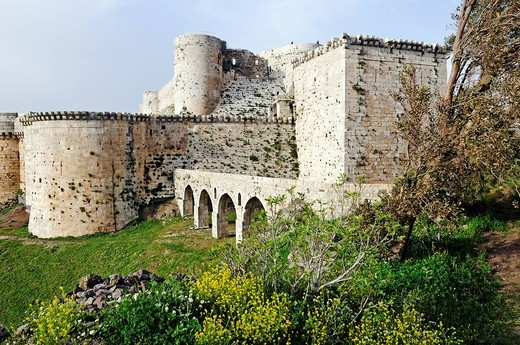 Stock Photo: 1848-469941 Fortifications and walls of the castle and fortress Krak des Chevaliers, Qal´at al_&7716,i&7779,n, UNESCO World Heritage Site, built by crusaders, Syria, Middle East, Asia