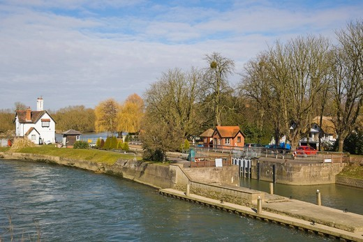 Goring Lock on the River Thames at the Goring Gap in the Chiltern Hills, Goring On Thames, Oxfordshire, England, United Kingdom, Europe : Stock Photo