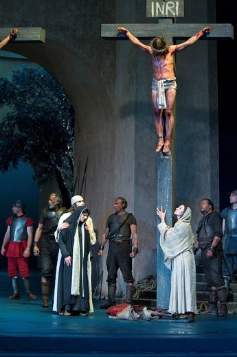 Jesus on the cross, Mary Magdalene, Mary and disciples, Passionsspiele 2010 Passion Play, Oberammergau, Bavaria, Germany, Europe : Stock Photo