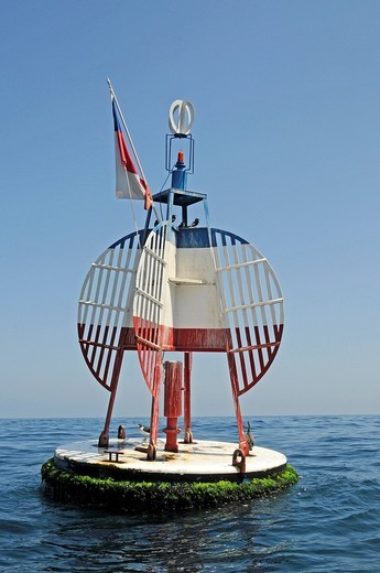 Stock Photo: 1848-478236 La Boja Esmeralda, buoy, mark of the historic naval battle of Iquique, Antofagasta, harbour, sea, Chilean flag and national colours, Iquique, Norte Grande region, Northern Chile, Chile, South America