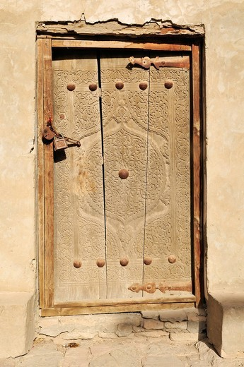 Old wooden door in the historic adobe town of Khiva, Chiva, Ichan Kala, Silk Road, Unesco World Heritage Site, Uzbekistan, Central Asia : Stock Photo